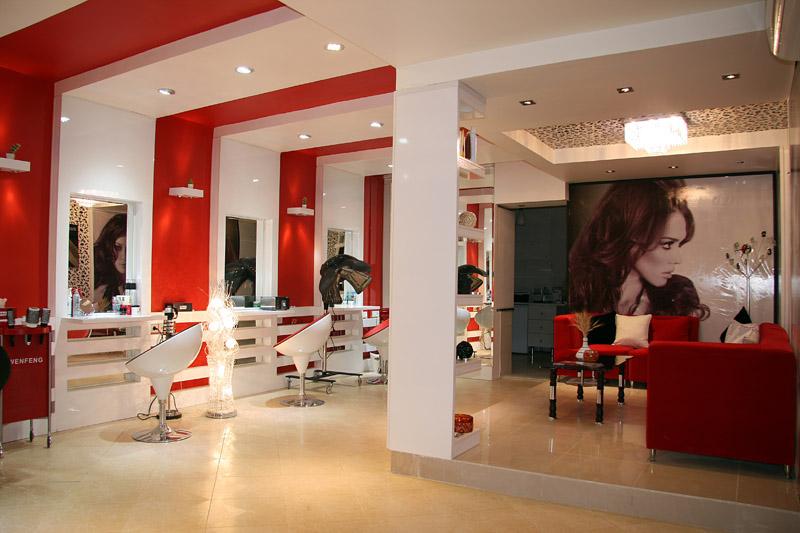 نقشه یک زن برای مشتریان آرایشگاه زنانه در انزلی