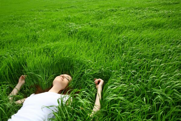 در طبیعت 600x400 - فواید خوابیدن در طبیعت