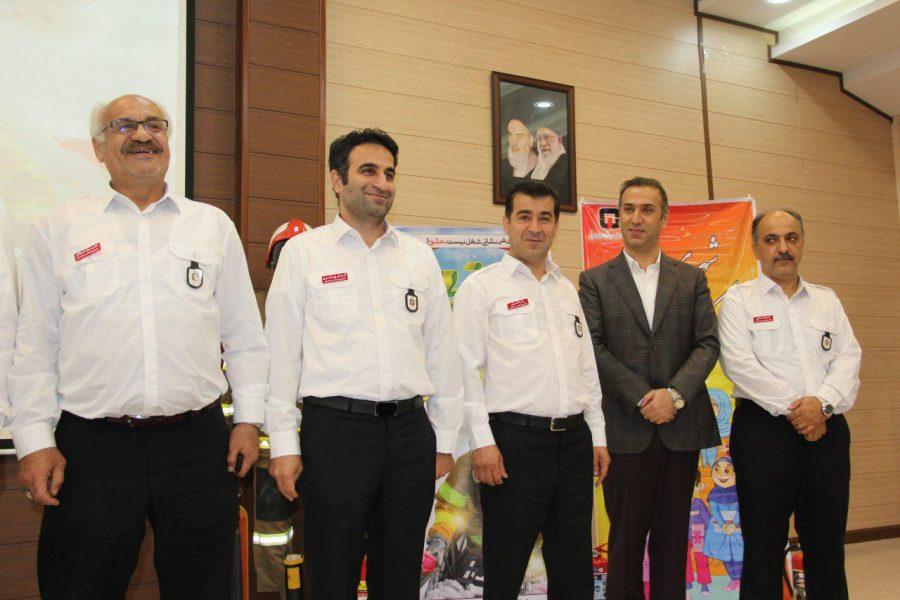 روز آتش نشانی و ایمنی ویژه برنامههای این روز در لاهیجان 12 - حضور شهردار و اعضای شورای شهر لاهیجان با لباس آتشنشانی در ویژه برنامههای این روز + تصاویر