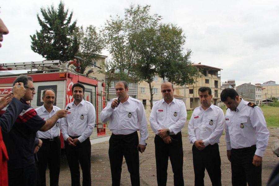 حضور شهردار و اعضای شورای شهر لاهیجان با لباس آتشنشانی در ویژه برنامههای این روز + تصاویر