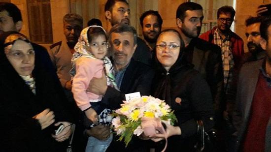 جشن تولد احمدینژاد در جمع هوادارانش +عکس