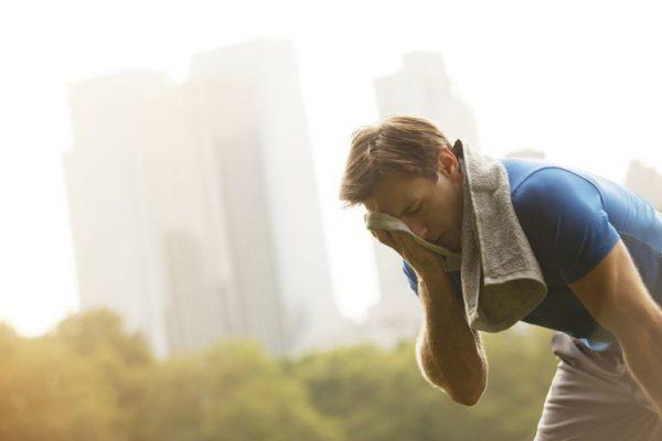 ورزش عرق کردن 600x400 - باورهای غلط درباره تاثیر ورزش بر کوتاهی و بلندی قد
