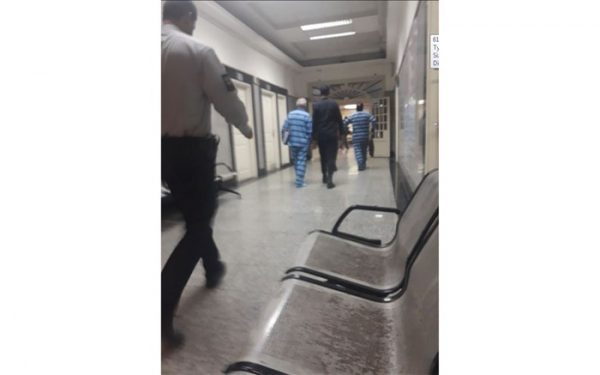 حسین هدایتی با دستبند و ماسک در دادگاه کیفری 600x375 - حسین هدایتی با دستبند و ماسک در دادگاه کیفری