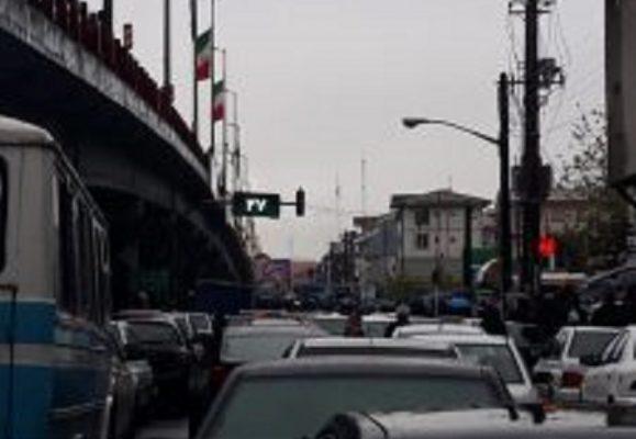 معترضین به گرانی بنزین 2 579x400 - معترضین به گرانی بنزین به خیابان ها آمدند/ خودروها در رشت و چندین شهر دیگر خاموش شدند/ یک نفر در سیرجان کشته شد