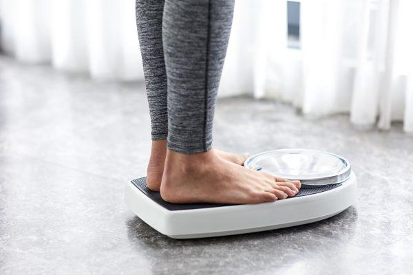 کاهش وزن افزایش وزن لاغری چاقی 600x400 - چگونه بدون احساس گرسنگی وزن کم کنید؟