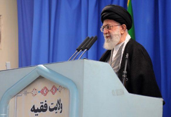 حضرت آیتالله خامنهای در خطبههای نماز جمعه این هفته تهران 583x400 - جنتلمنهای پشت میز مذاکره، همان تروریستهای فرودگاه بغداد هستند/ از مذاکره ابایی نداریم، اما نه با آمریکا