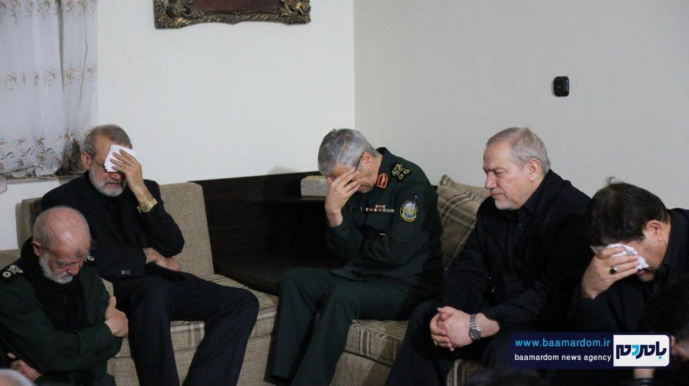 حضور جمعی از فرماندهان و مقام های کشوری در منزل شهید سلیمانی در کرمان 3 - حضور جمعی از فرماندهان و مقام های کشوری در منزل شهید سلیمانی در کرمان / گزارش تصویری
