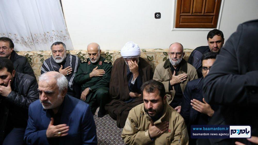 حضور جمعی از فرماندهان و مقام های کشوری در منزل شهید سلیمانی در کرمان 8 - حضور جمعی از فرماندهان و مقام های کشوری در منزل شهید سلیمانی در کرمان / گزارش تصویری