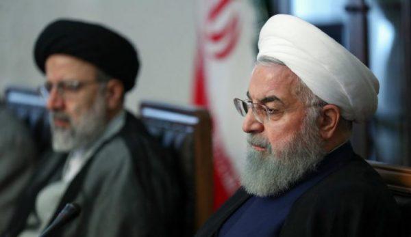 روحانی و رئیسی 600x347 - واکنش منفی روحانی به اقدام رییسی در صدور بخشنامه در حوزه فضای مجازی