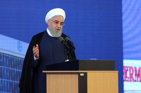 روحانی 1 - با همه سختیها ثابت کردیم با دنیا میشود کار کرد/این دولت مظلوم است/شرایط به مراتب از قبل از برجام بهتر است