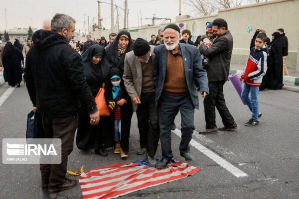 کارخانهای در ایران که پرچمهای آمریکا، انگلیس و اسرائیل را برای آتشزدن میسازد 8 600x400 - کارخانهای در ایران که پرچمهای آمریکا، انگلیس و اسرائیل را برای آتشزدن میسازد+تصاویر