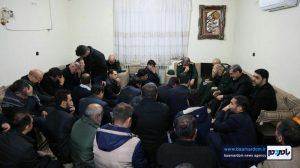 حضور جمعی از فرماندهان و مقام های کشوری در منزل شهید سلیمانی در کرمان / گزارش تصویری