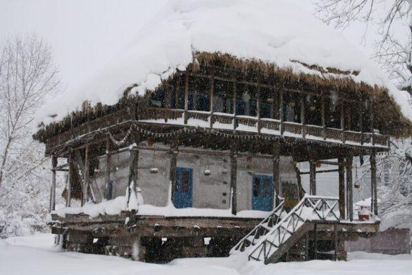برف میراث روستایی گیلان 600x400 - تخریب بیش از ۷۰ درصدی ابنیه در موزه میراث روستایی گیلان