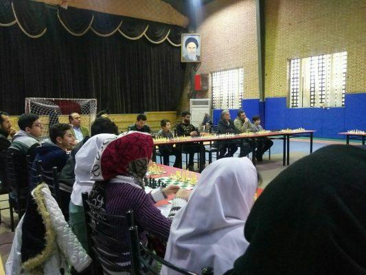 مسابقات شطرنج سیمولتانه جام فجر در دانشگاه آزاد لاهیجان 5 533x400 - برگزاری مسابقات شطرنج سیمولتانه جام فجر در دانشگاه آزاد لاهیجان
