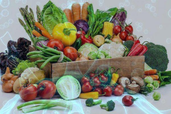 میوه و سبزیجات 600x400 - عضلات خود را با این سبزیجات تقویت کنید