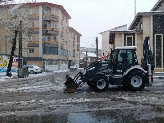 photo ۲۰۲۰ ۰۲ ۱۰ ۱۹ ۴۷ ۱۳ 533x400 - ۳۰ دستگاه ماشین آلات سنگین آماده بازگشایی خیابان و معابر آستانه اشرفیه شدند