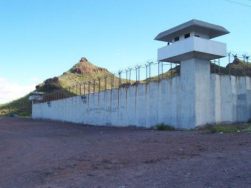 زندان - جزئیات فرار ۲۳ زندانی از زندان پارسیلون خرمآباد