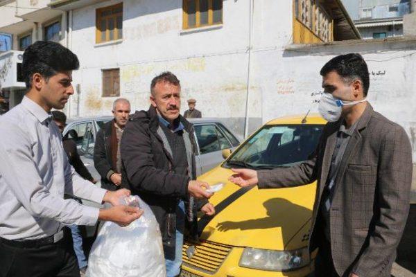 photo 2020 03 09 10 15 51 600x400 - ماسک های تولیدی توسط شهرداری لاهیجان در بین رانندگان تاکسی لاهیجان توزیع شد