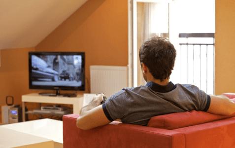 خانه نشینی 477x300 - چگونه بر خستگی خانهنشینی کرونایی غلبه کنیم؟