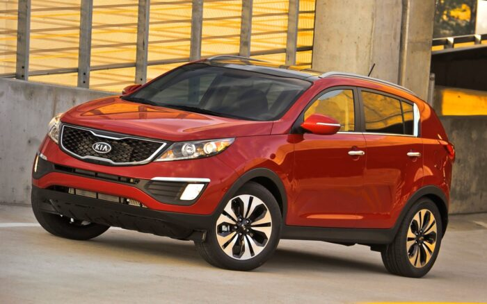 خودرو کیا 700x438 - مقایسه قیمت خودرو در امارات و ایران | با ۳۶۰ میلیون اسپورتیج و توسان بخرید!