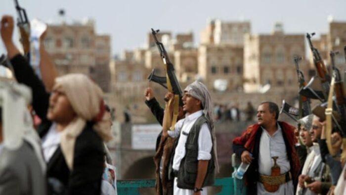 یمنی ها 700x394 - شمشیر عجیبی که یمنیها از داعشیها کشف کردند+ عکس