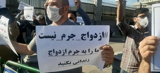 تجمع اعتراضی محکومان مهریه در مقابل مجلس 3 - تجمع اعتراضی محکومان مهریه در مقابل مجلس!