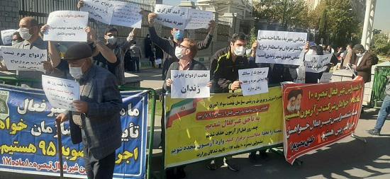تجمع اعتراضی محکومان مهریه در مقابل مجلس 5 - تجمع اعتراضی محکومان مهریه در مقابل مجلس!