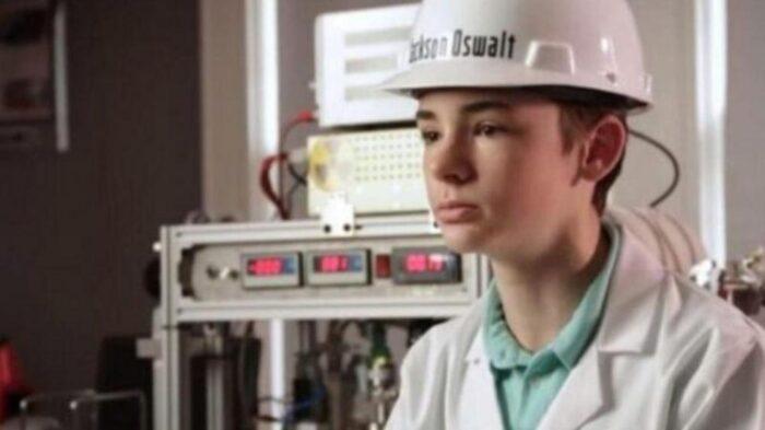 جکسون 700x393 - نوجوان آمریکایی با ساخت نیروگاه هسته ای در خانه وارد گینس شد!
