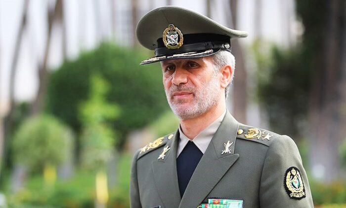وزیر دفاع 700x422 - طرح سوال از وزیر دفاع درباره حقوق پرداختی به سربازان