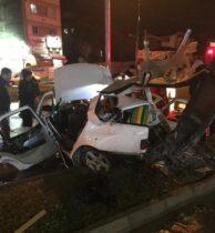 تصادف مرگبار پژو پارس با تیر چراغ برق در رشت