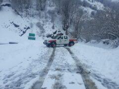 تصاویری از بارش برف در روستای لشکان