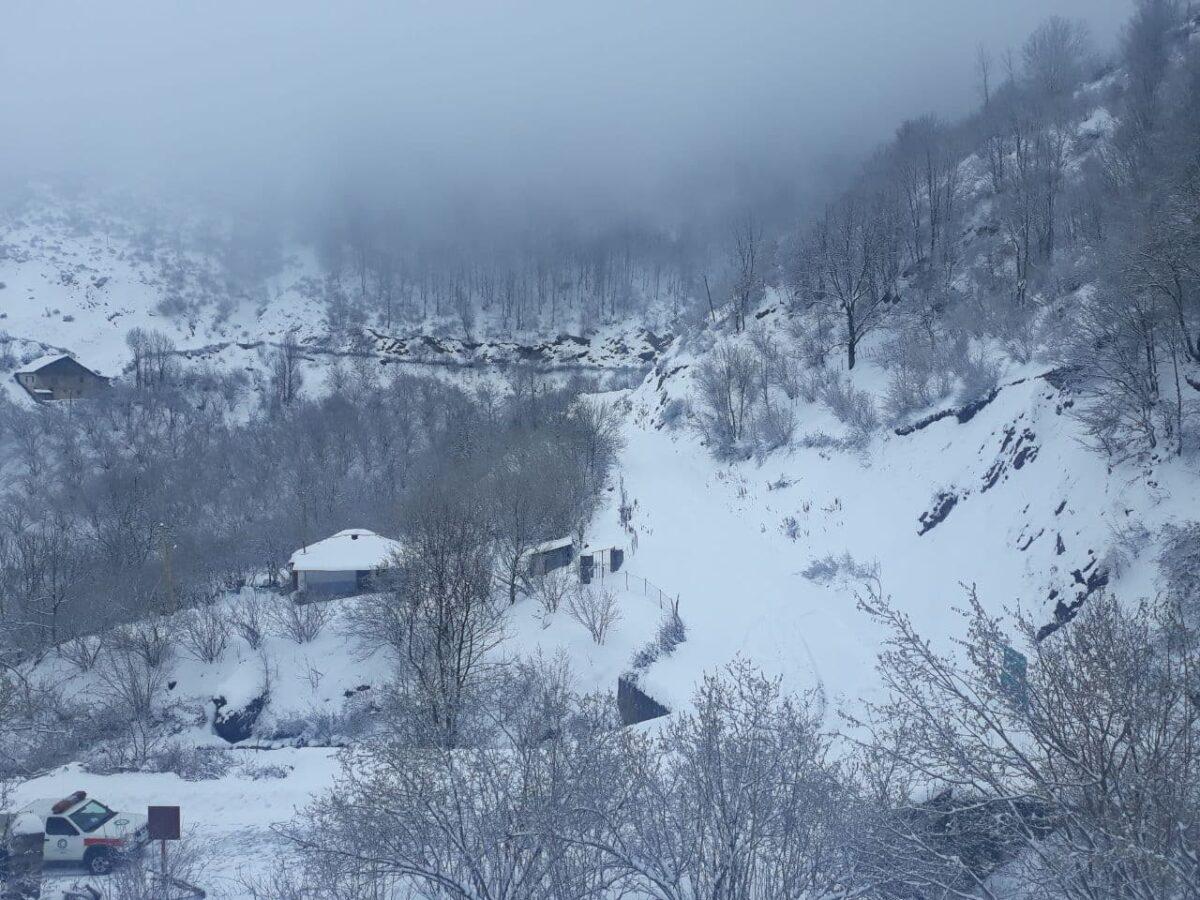 تصاویری از بارش برف در روستای لشکان 7 scaled - تصاویری از بارش برف در روستای لشکان