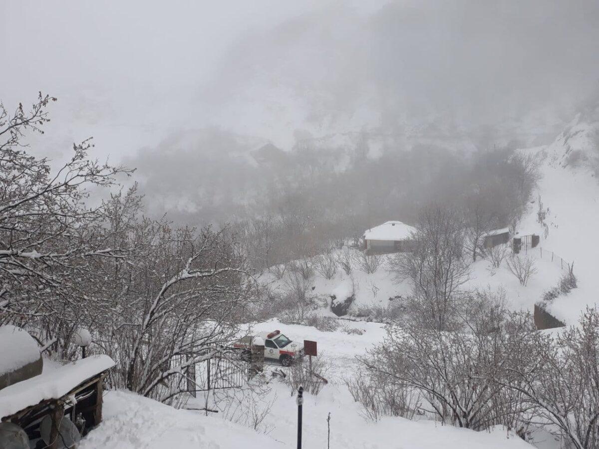 تصاویری از بارش برف در روستای لشکان 8 scaled - تصاویری از بارش برف در روستای لشکان