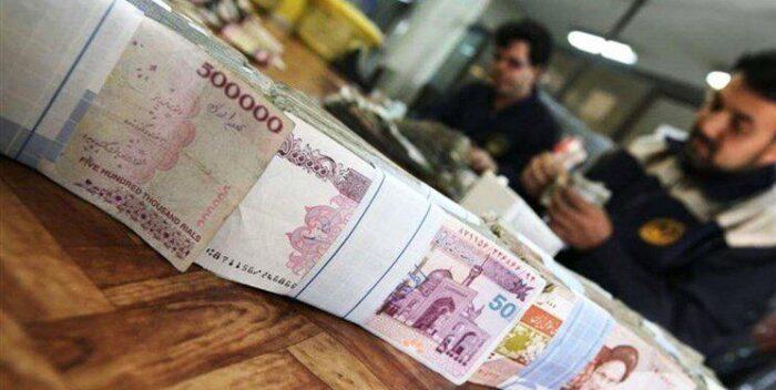 پول عیدی 700x352 - اولین تصمیم برای حقوق و عیدی کارمندان در سال آینده
