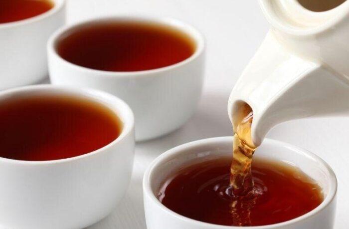 چای 700x459 - فواید نوشیدن چای داغ در روزهای گرم تابستان