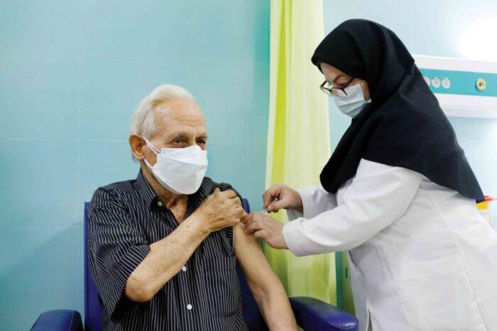 واکسن کرونا 700x466 - شدت کرونا در واکسنزدهها کمتر است/ شروع تزریق مجدد دوز نخست واکسن در رشت از امروز