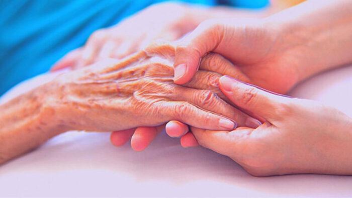 پیری 700x394 - دانشمندان در یک قدمی معکوس کردن پیری در انسان