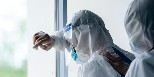 خستگی پزشکان کادر درمان - واکنش وزارت بهداشت به خودکشی چندین دانشجوی پزشکی