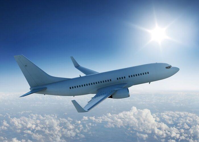 هواپیما 700x500 - همه نکتههایی که لازم است درباره بلیط لحظه آخری بدانید