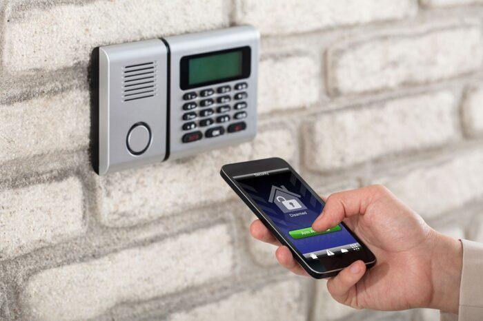 دزدگیر 700x466 - در مورد دزدگیر اماکن چه می دانید؟