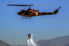 اعزام بالگرد اطفای حریق به مناطق دچار آتش سوزی در تالاب انزلی