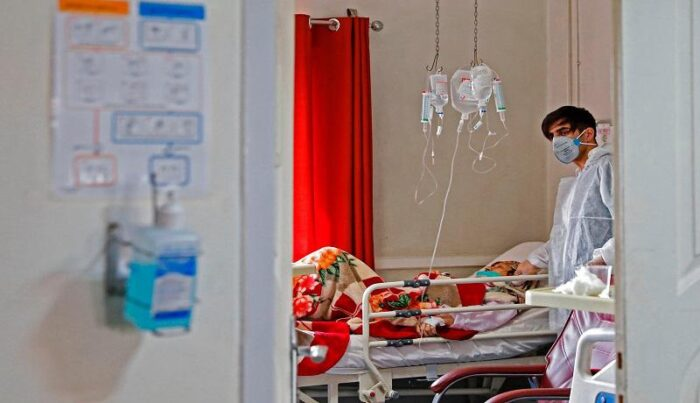 بستری کرونا بیمارستان سرم 700x403 - سرم های تزریقی و آب مقطر جیره بندی شد!/ قطع برق عامل کاهش تولید سرم