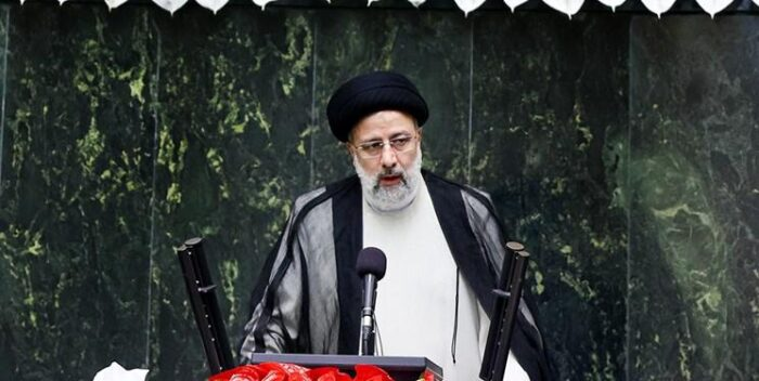 رئیسی در مجلس 700x352 - پیام رای مردم در انتخابات تحول خواهی و عدالت طلبی بود/ تحریم ها علیه ملت ایران باید لغو گردد