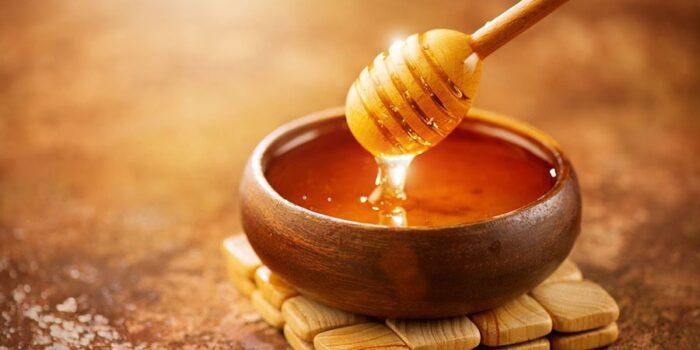 عسل 2 700x350 - عسل یکی از مواد غذایی با خواص جادویی