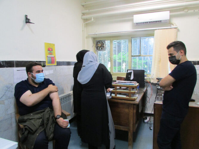 واکسیناسیون کرونا خبرنگاران لاهیجان 1 667x500 - واکسیناسیون کرونا خبرنگاران لاهیجان انجام شد + تصاویر