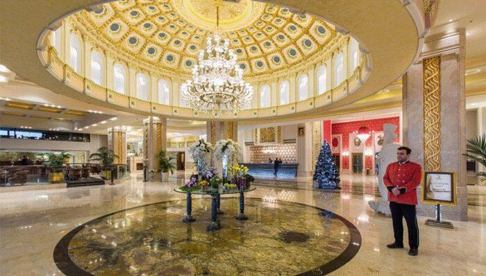 2 10 700x398 - کدام یک از هتل های غرب تهران را رزرو کنیم؟