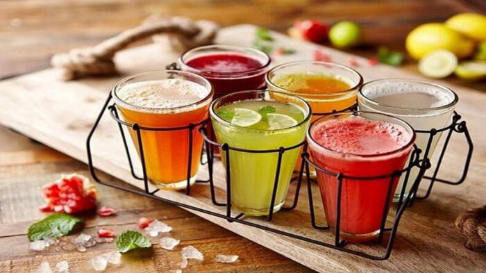 آبمیوه نوشیدنی 700x393 - نوشیدنی های طبیعی که از مُسکن قوی تر عمل می کنند