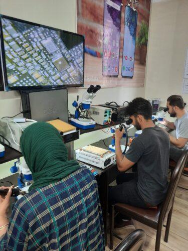 22 16 375x500 - بهترین آموزشگاه تعمیرات موبایل در تهران