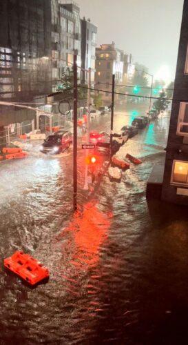 nrx0Dpkekn3W 273x500 - نیویورک زیر آب رفت/ وضعیت اضطراری اعلام شد+ عکس
