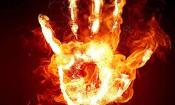 خودسوزی آتش 700x422 - خودسوزی زن ۴۲ ساله در خمام